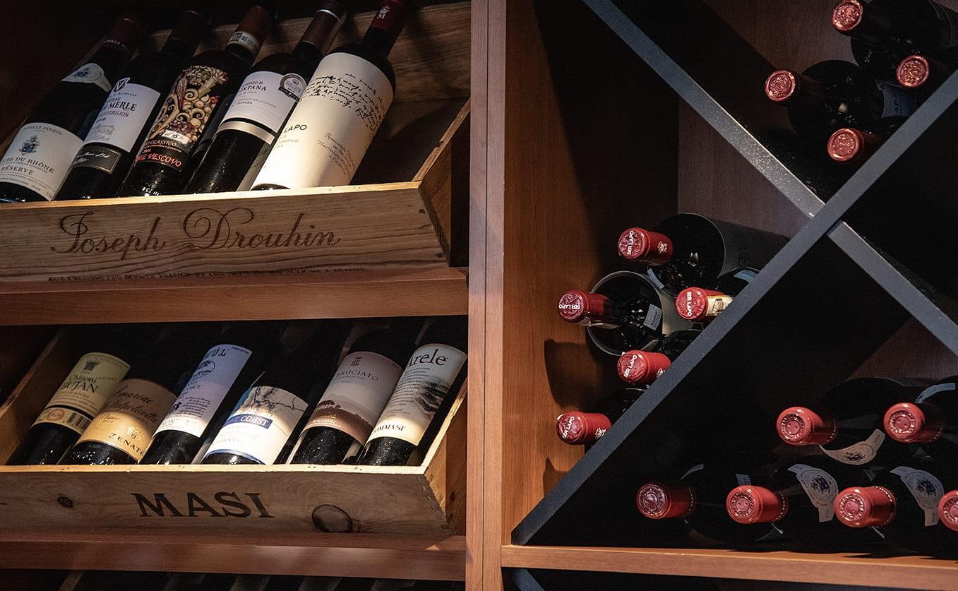 Scellier à vin au Bistro Saint-Éloi